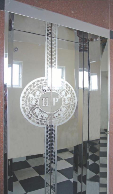 Khung bản rộng : inox gương. Cánh cửa : inox gương hoa văn tròn